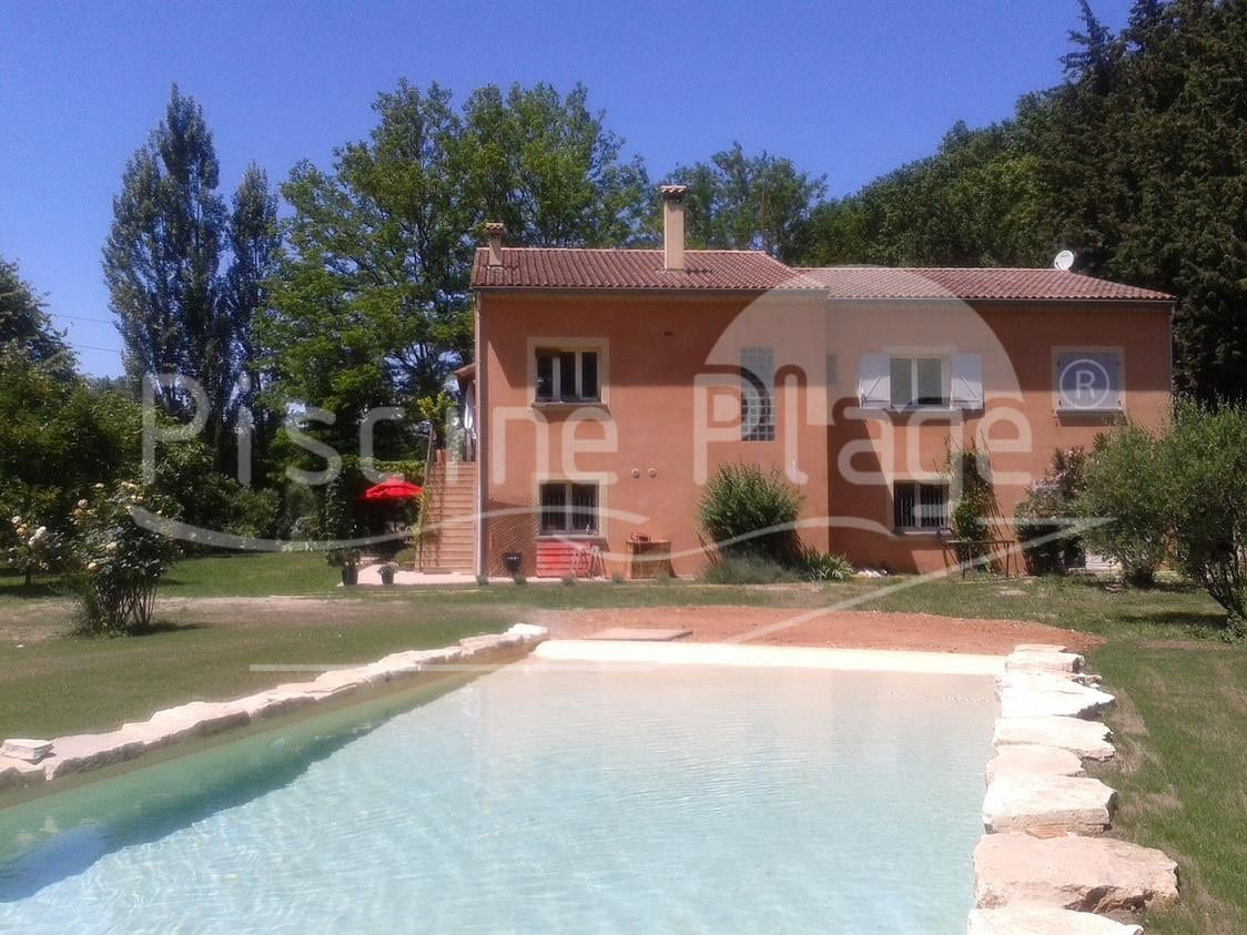 BB in south of France with exotic swimming pool